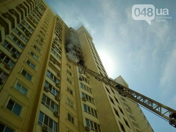 В Одессе горит квартира на углу Говорова и Армейской, - ФОТО, фото-2