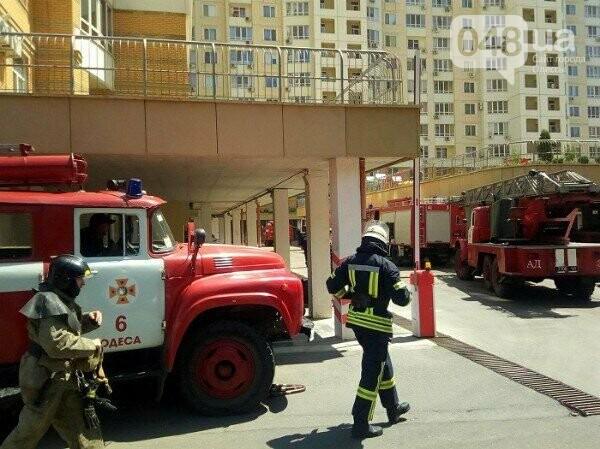 В Одессе горит квартира на углу Говорова и Армейской, - ФОТО, фото-3