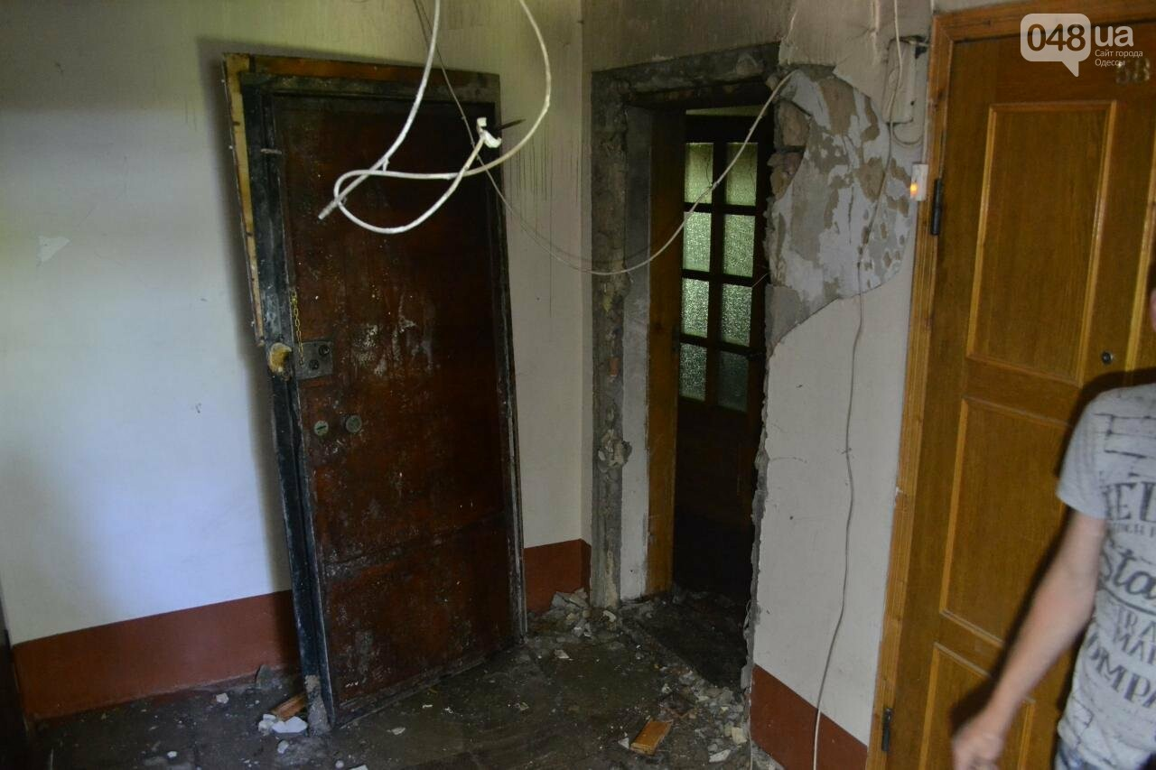"""В Одесской """"хрущевке"""" выгорела квартира, - ФОТО, фото-1"""