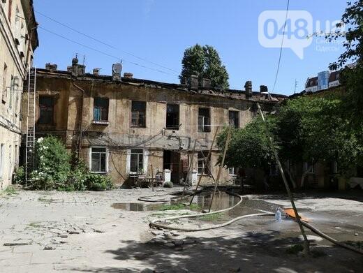 Три семьи погорельцев из сгоревшего в Одессе дома пообещали переселить, фото-1