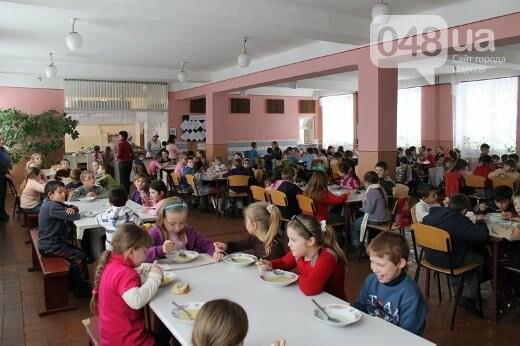 Поставщика некачественных школьных обедов в Одесской области убирают после учебного года, фото-1