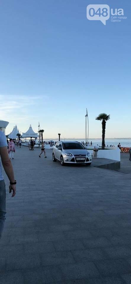 """Наглый киевлянин заехал на набрежную """"Немо"""" на машине, - ФОТО, фото-1"""