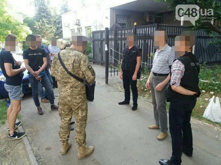 В Одессе задержан во время получения взятки врач: «Отмазывал» призывников, - ФОТО , фото-1