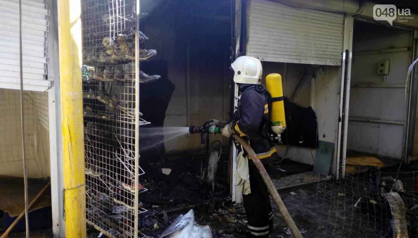 На одесском Привозе сгорел контейнер: еще семь повреждены огнем, - ФОТО, фото-2