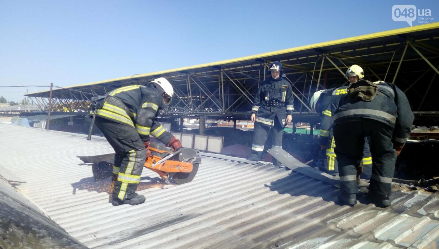 На одесском Привозе сгорел контейнер: еще семь повреждены огнем, - ФОТО, фото-3