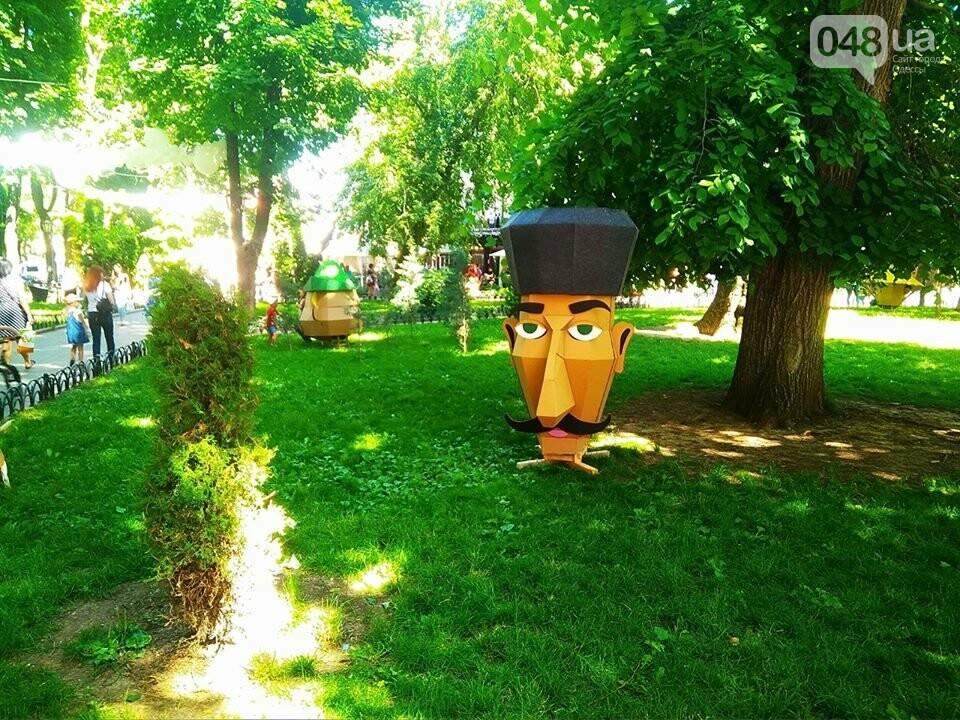 В одесском Горсаду надули невероятных размеров горку: дети счастливы, - ФОТО, ВИДЕО, фото-9