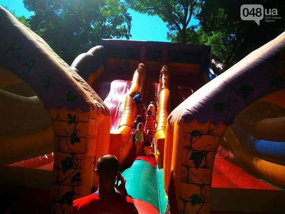 В одесском Горсаду надули невероятных размеров горку: дети счастливы, - ФОТО, ВИДЕО, фото-13