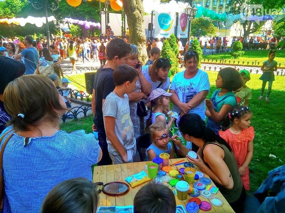В одесском Горсаду надули невероятных размеров горку: дети счастливы, - ФОТО, ВИДЕО, фото-4