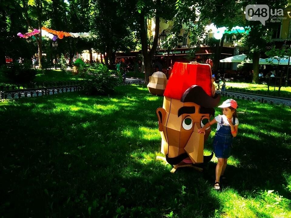 В одесском Горсаду надули невероятных размеров горку: дети счастливы, - ФОТО, ВИДЕО, фото-11