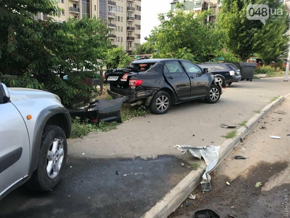 В Одессе Тойота протаранила несколько машин, - ФОТО, фото-1