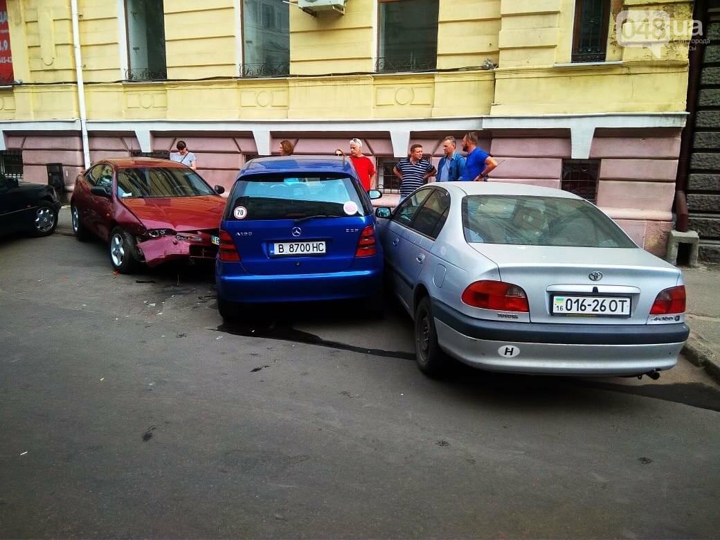 В центре Одессы жещина на Jaguar протаранила четыре авто, - ФОТО, ВИДЕО, фото-1