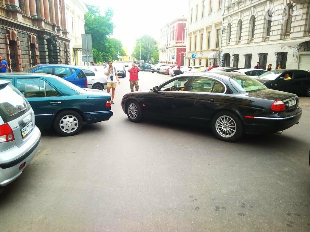 В центре Одессы жещина на Jaguar протаранила четыре авто, - ФОТО, ВИДЕО, фото-4