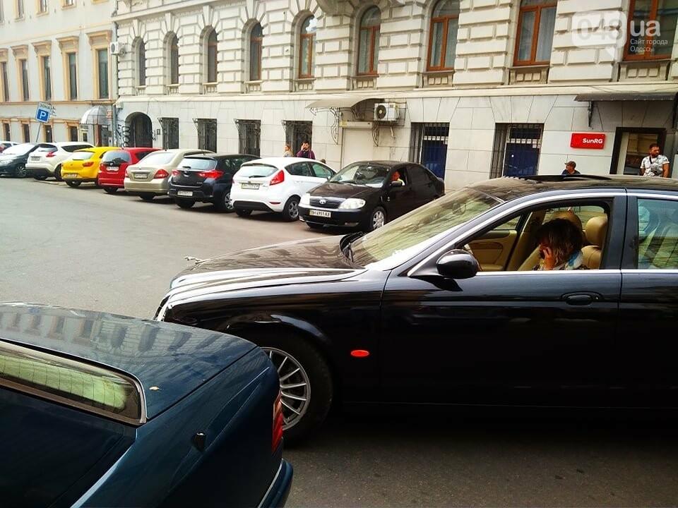 В центре Одессы жещина на Jaguar протаранила четыре авто, - ФОТО, ВИДЕО, фото-5