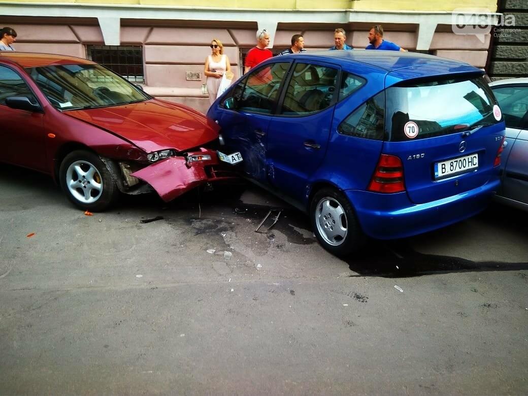 В центре Одессы жещина на Jaguar протаранила четыре авто, - ФОТО, ВИДЕО, фото-3