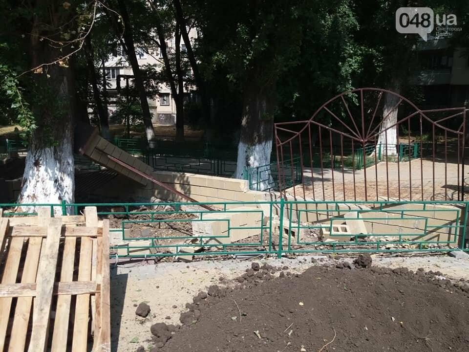 Строители хуже вандалов: соцсети обсуждают ЧП около одесской школы, - ФОТО, фото-2