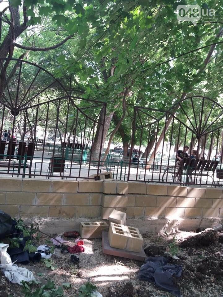 Строители хуже вандалов: соцсети обсуждают ЧП около одесской школы, - ФОТО, фото-11