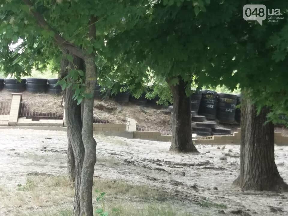 Строители хуже вандалов: соцсети обсуждают ЧП около одесской школы, - ФОТО, фото-3