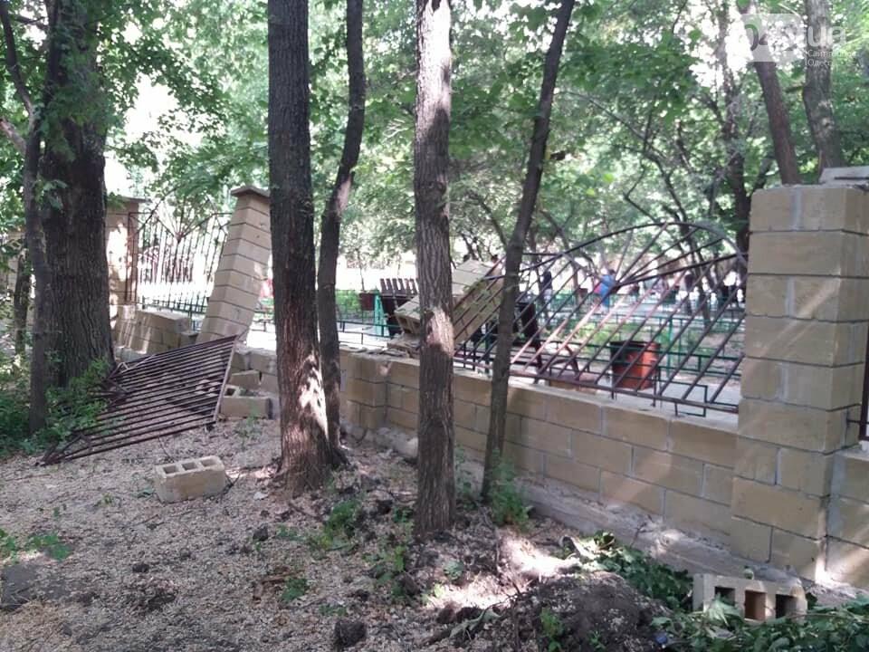 Строители хуже вандалов: соцсети обсуждают ЧП около одесской школы, - ФОТО, фото-4