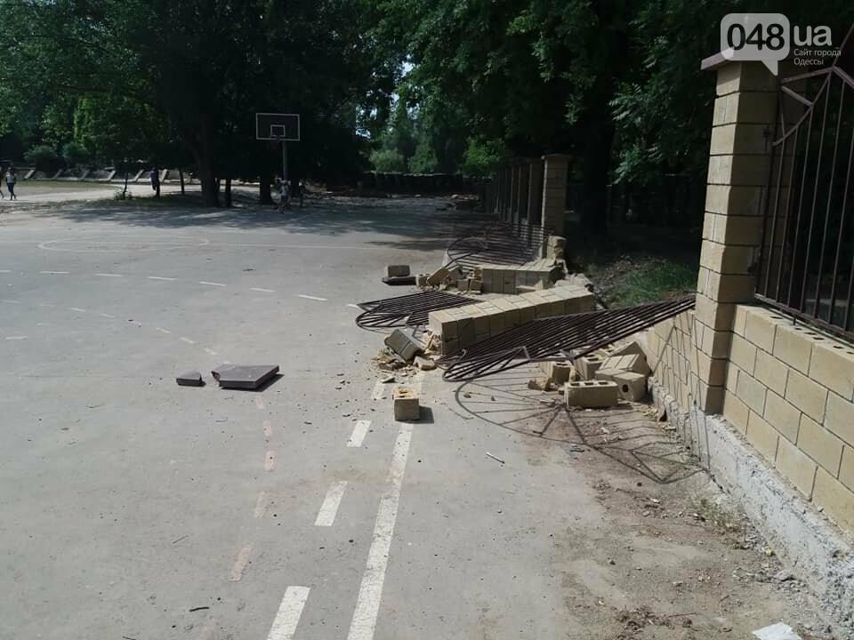 Строители хуже вандалов: соцсети обсуждают ЧП около одесской школы, - ФОТО, фото-6