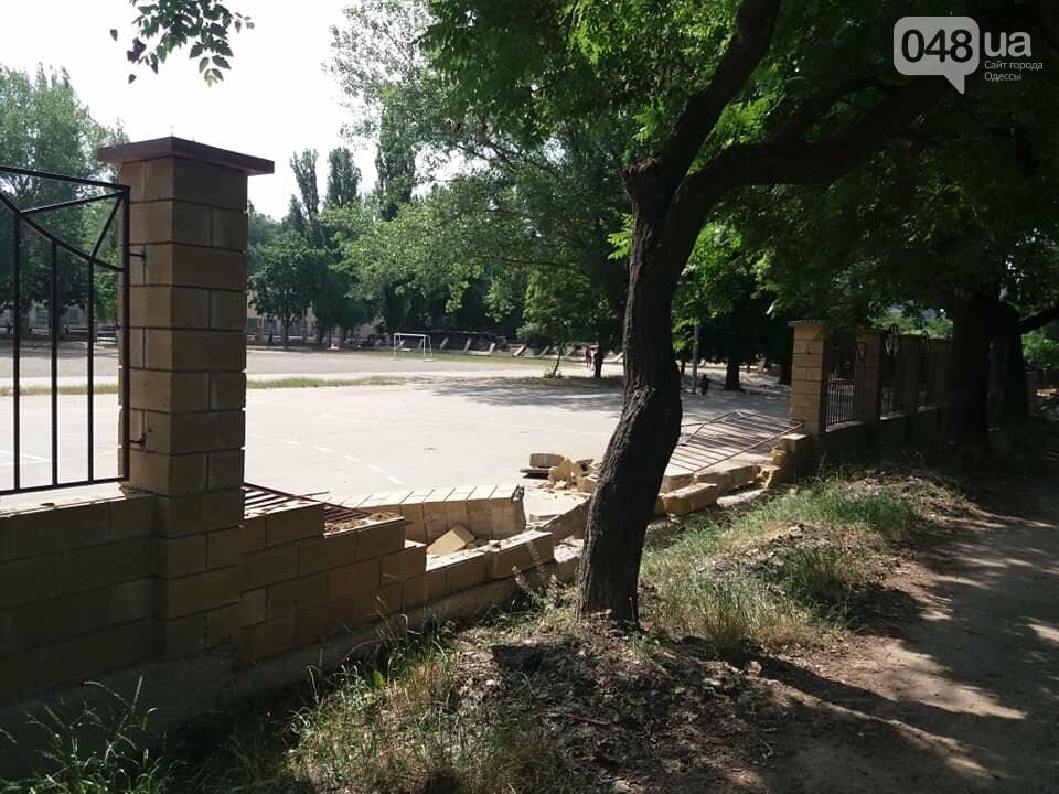 Строители хуже вандалов: соцсети обсуждают ЧП около одесской школы, - ФОТО, фото-8