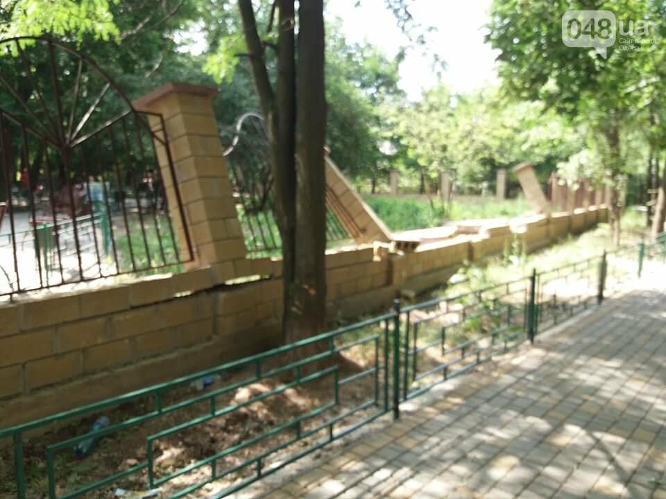 Строители хуже вандалов: соцсети обсуждают ЧП около одесской школы, - ФОТО, фото-9
