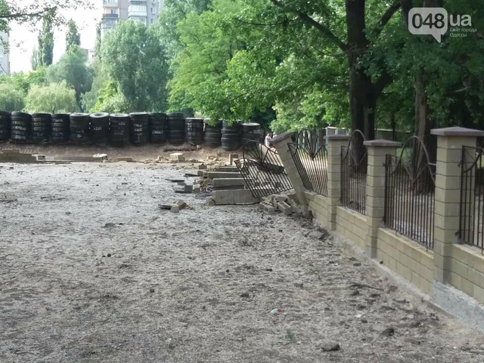 Строители хуже вандалов: соцсети обсуждают ЧП около одесской школы, - ФОТО, фото-10