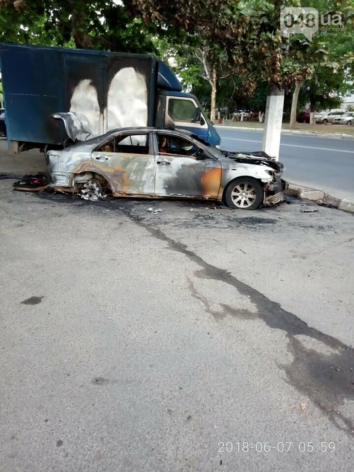 В Одессе на парковке супермаркета сгорели два припаркованных авто, - ФОТО, фото-4