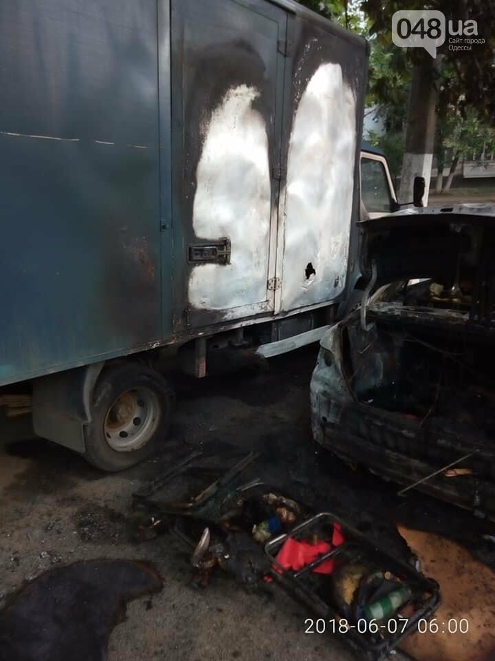 В Одессе на парковке супермаркета сгорели два припаркованных авто, - ФОТО, фото-1