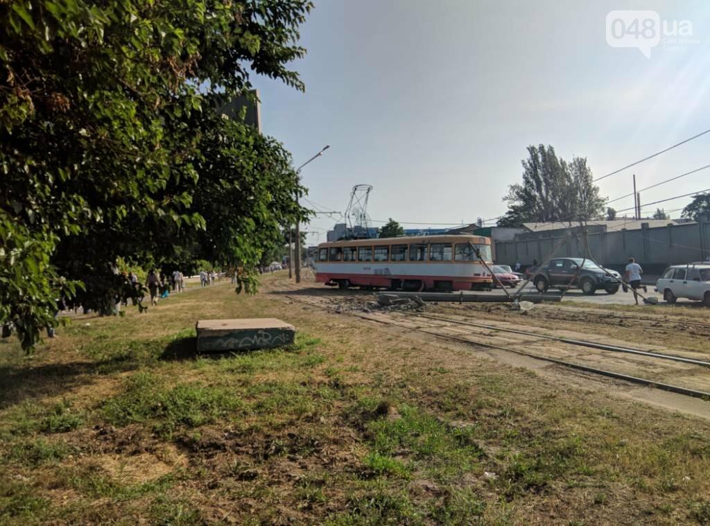 В Одессе трамвай врезался в столб и повалил его, - ФОТО, фото-3