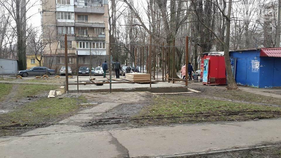 Мистика: в Одессе магазин, который возмутил мэра и который чиновники «немедленно снесли», продолжает работать, - ФОТО, ВИДЕО, фото-2