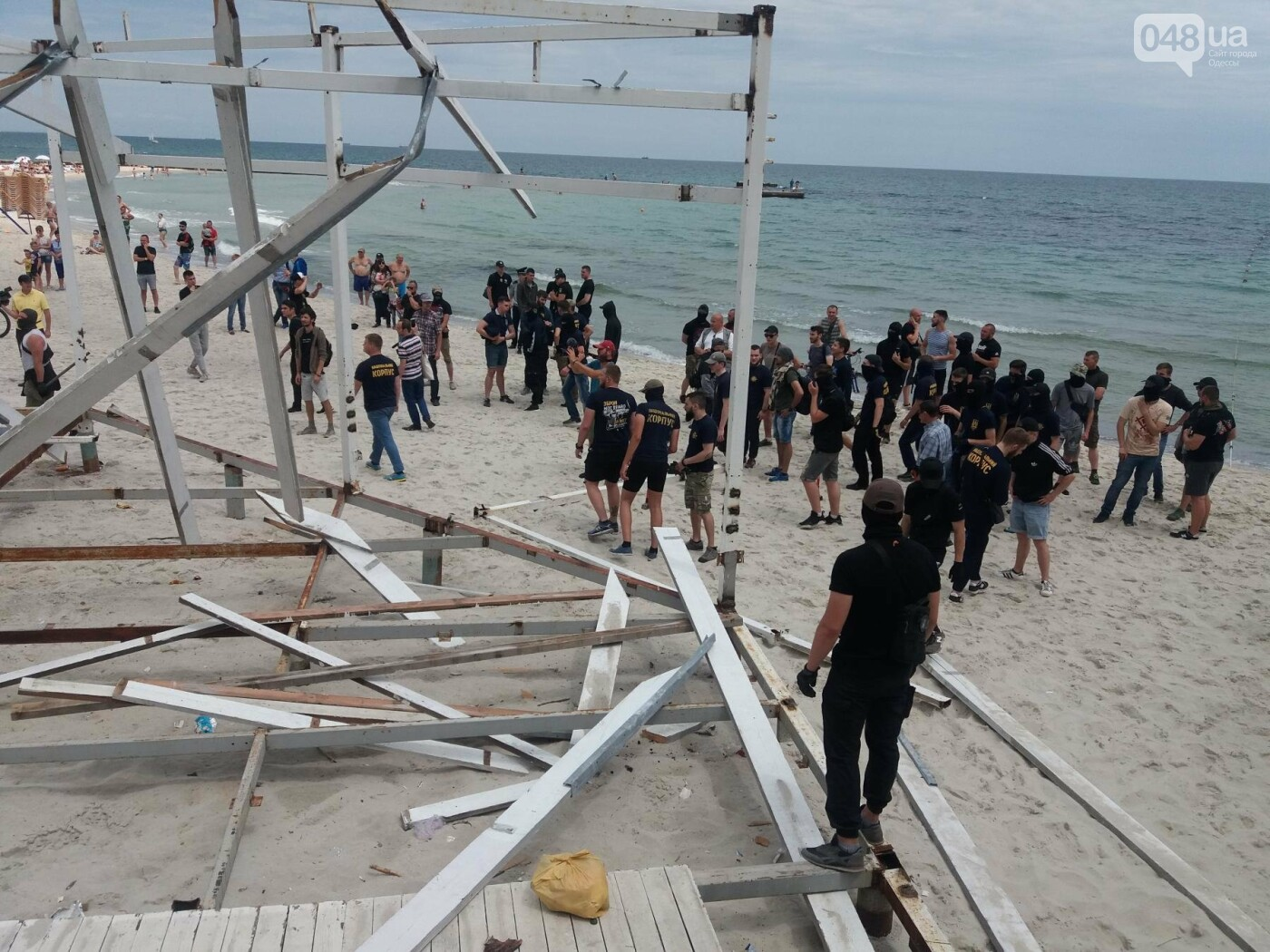 На Одесском пляже прошла акция по демонтажу незаконного сооружения, - ФОТО, ВИДЕО, фото-5