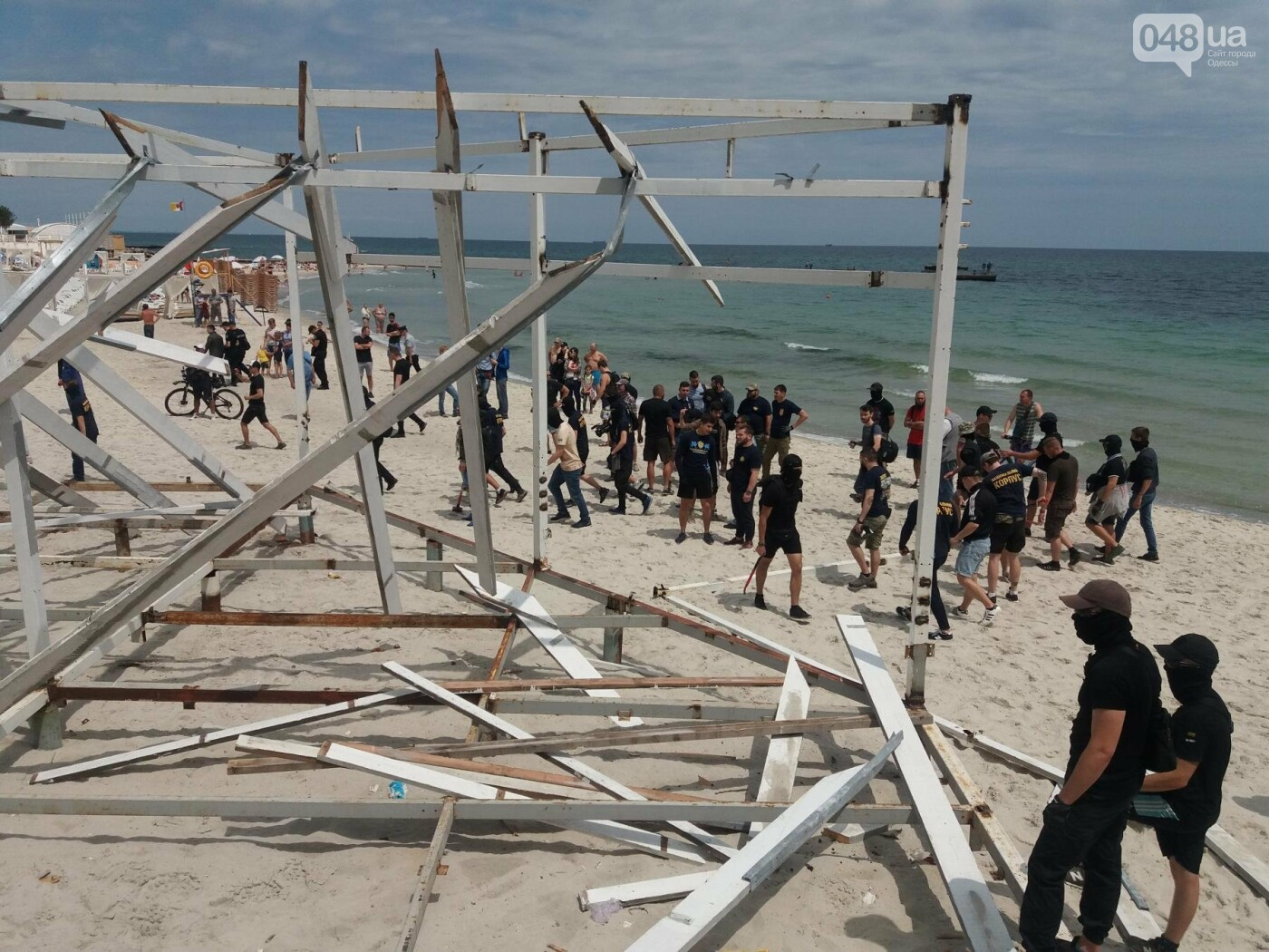 На Одесском пляже прошла акция по демонтажу незаконного сооружения, - ФОТО, ВИДЕО, фото-1