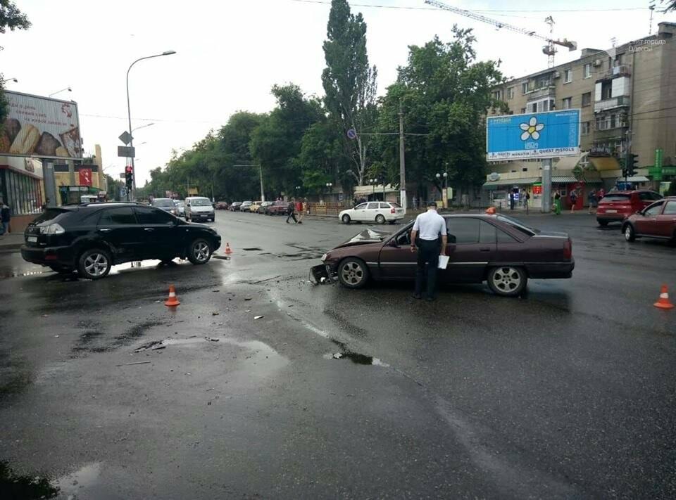 В Одессе Лексус не уступил дорогу Опелю – пострадала пассажирка Опеля, - ФОТО , фото-1