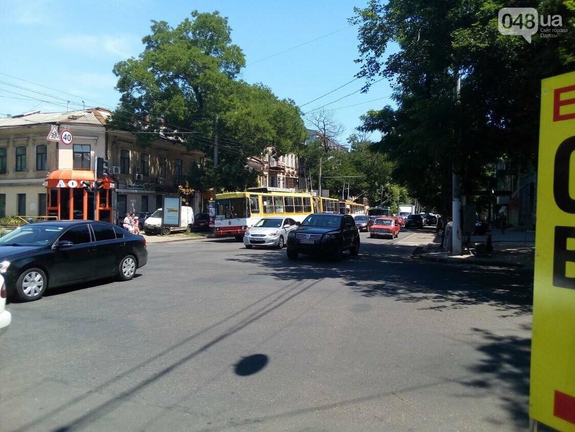 В центре Одессы авария: остановлено движение троллейбусов, - ФОТО, фото-4