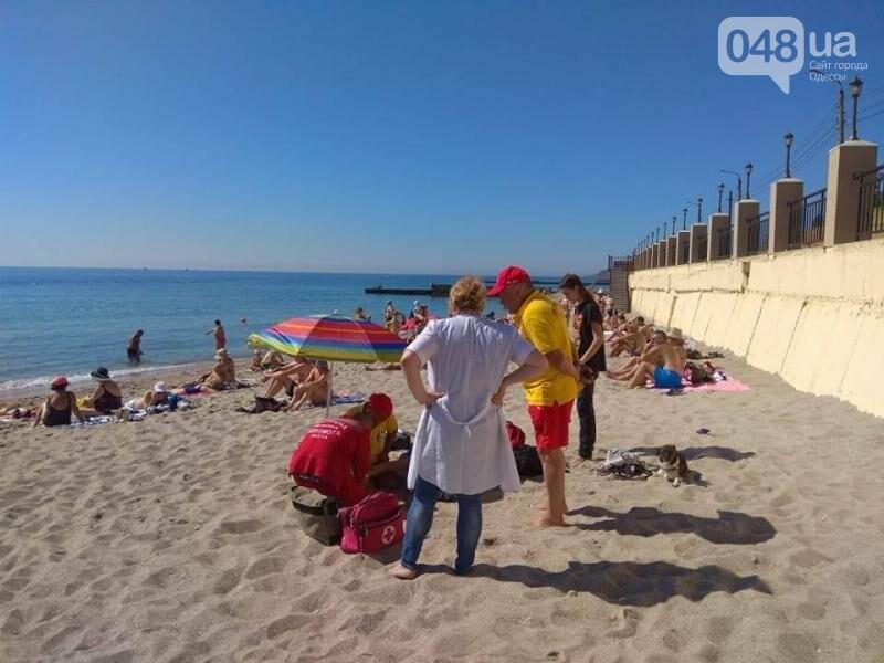 На Одесском пляже откачивали пьяного подростка, - ФОТО, фото-1
