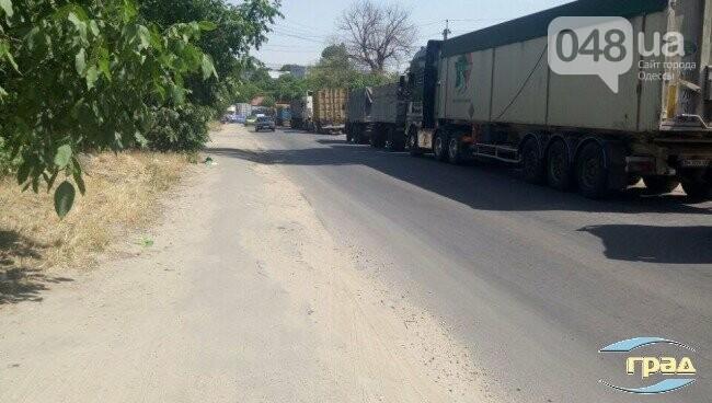 В Одессе фуры заблокировали все проезды к порту, - ФОТО, фото-1