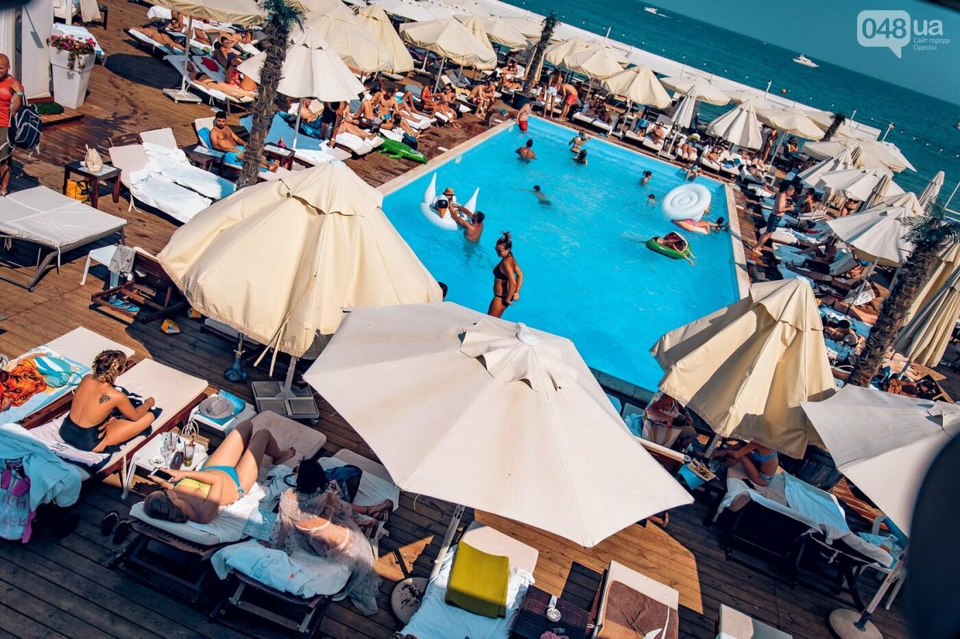 Пальмы и мохито: Топ открытых бассейнов Одессы, где можно отдохнуть по-богатому, - ФОТО, фото-4