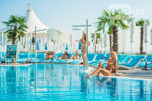 Пальмы и мохито: Топ открытых бассейнов Одессы, где можно отдохнуть по-богатому, - ФОТО, фото-2