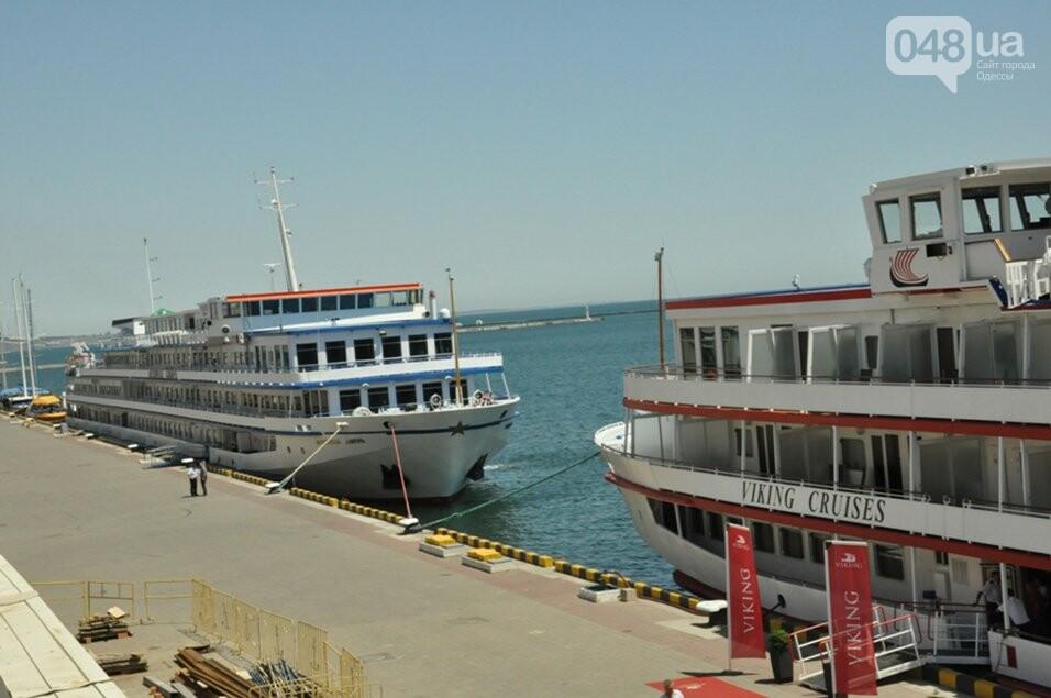 В Одессе гостят два красивейших круизных лайнера, - ФОТО, фото-1
