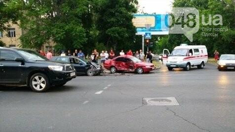 В Одессе в результате аварии ее участники получили травмы, - ФОТО, фото-1
