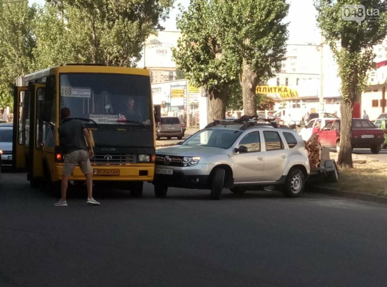 В Одессе маршрутка протаранила внедорожник с прицепом, - ФОТО, фото-1