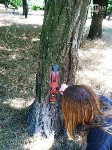 В дуплах деревьев в Одессе появились нарисованные совы, лисицы и еноты, - ФОТО, фото-3