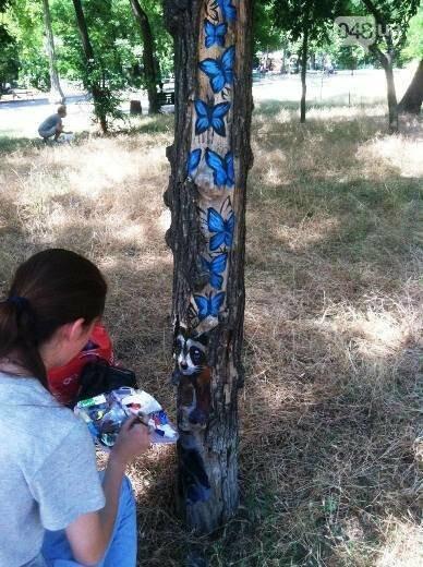 В дуплах деревьев в Одессе появились нарисованные совы, лисицы и еноты, - ФОТО, фото-2