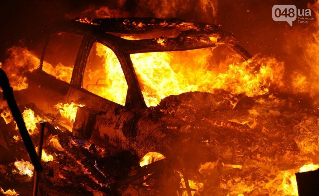 На одесских Черемушках одним махом сожгли четыре машины, фото-1