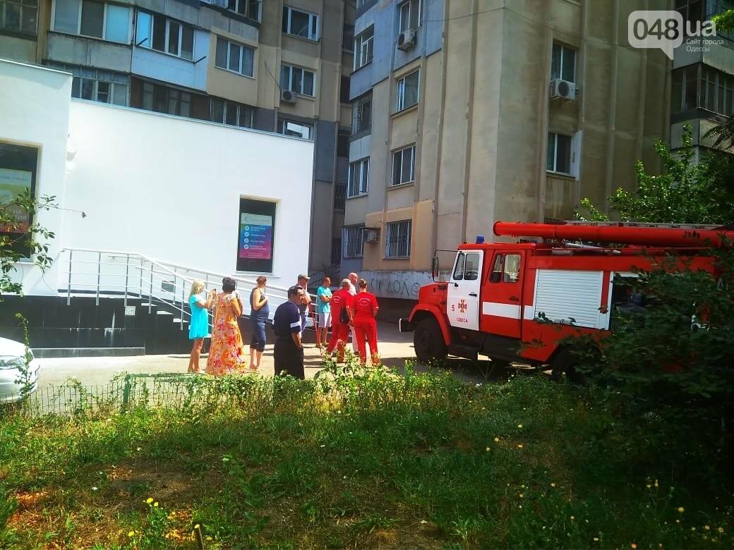 В Одессе на Котовского вспыхнула электрощитовая в многоэтажном доме, - ФОТО, фото-1