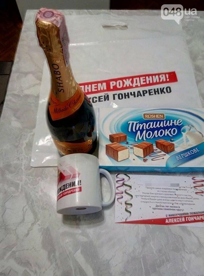 Одесский нардеп Гончаренко вовсю подкупает избирателей, - ФОТО, фото-1