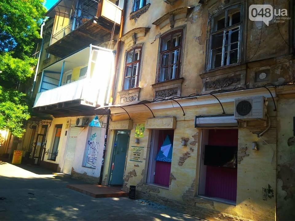 Взрыв в центре Одессы: поражающие элементы пробили входную дверь, - ФОТО, ВИДЕО, фото-9
