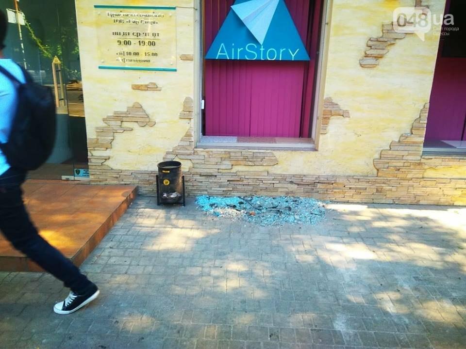 Взрыв в центре Одессы: поражающие элементы пробили входную дверь, - ФОТО, ВИДЕО, фото-14