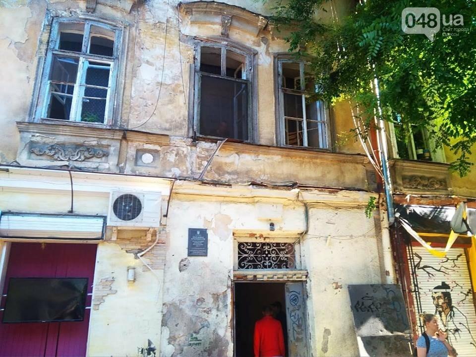 Взрыв в центре Одессы: поражающие элементы пробили входную дверь, - ФОТО, ВИДЕО, фото-7