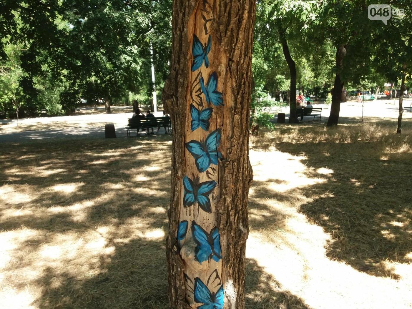 В Одесском парке появились необычные рисунки на деревьях, - ФОТО, фото-4